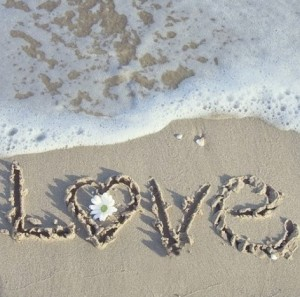 beach-couple-cute-flower-heart-Favim_com-435239